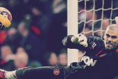 Valdes celebrates Man Utd win after completing debut