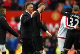 Valdes makes Man Utd debut