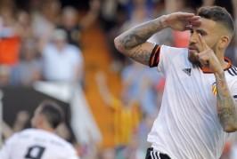 Man Utd fans react to Nicolas Otamendi reports